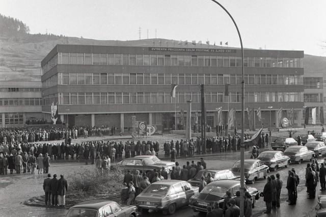 Rok 1975: V Čadci otvorili nový vlnársky kombinát Slovena - fotografie - Vtedy