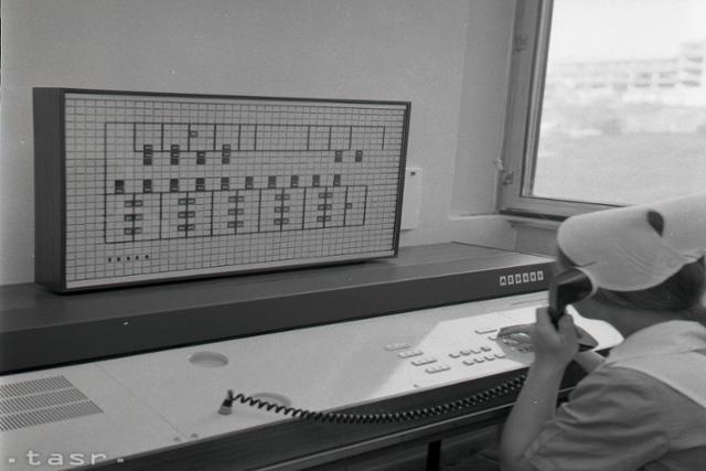 Rok 1973: V nemocniciach montujú prvé elektronické dorozumievače - fotografie - Vtedy