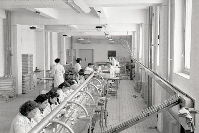 Rok 1958: Export penicilínu zo Slovenskej Ľupče vzrastie dva a pol násobne - fotografie - Vtedy