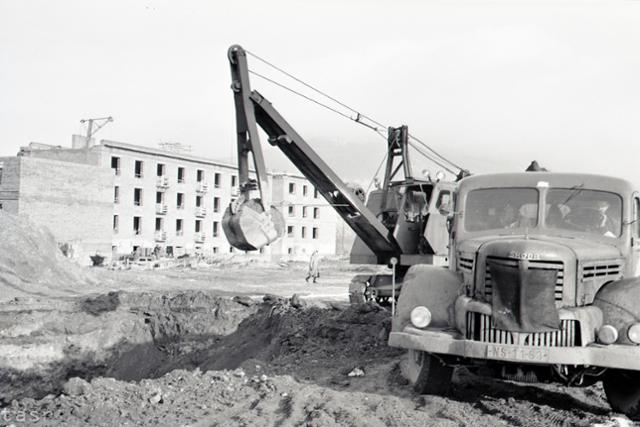 Rok 1958: Pod Nitrianskym hradom rastie nová obytná štvrť - fotografie - Vtedy