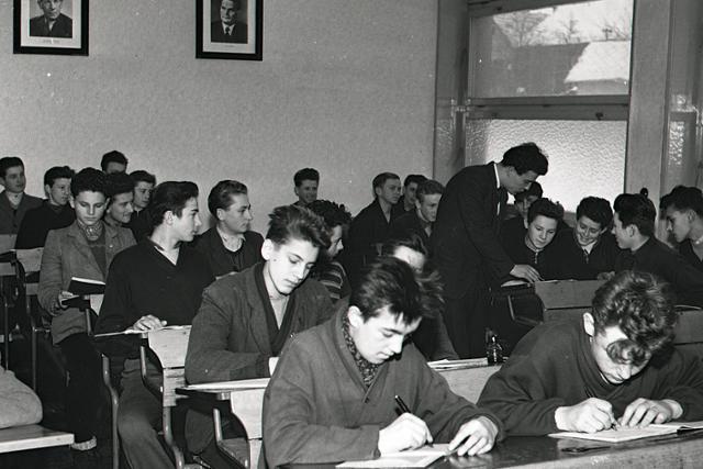 Budovatelia socializmu vyrastajú aj v Piesku pri Podbrezovej - fotografie - Vtedy