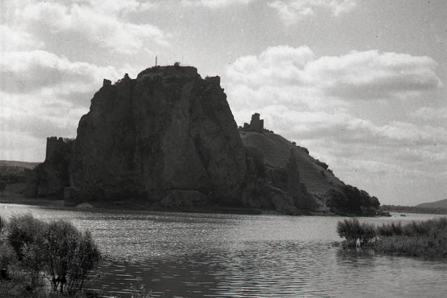 Rok 1974: Pokračuje obnova hradu Devín  - fotografie - Vtedy
