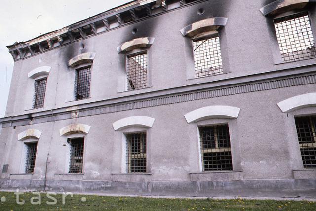 Rok 1990: Vrcholí vzbura väzňov v Leopoldove - fotografie - Vtedy