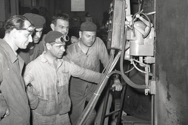 Rok 1956: Vznik Čs. vedeckej technickej spoločnosti pre zváranie  - fotografie - Vtedy