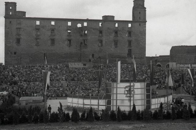 Rok 1949: V Bratislave sa otvára hradný amfiteáter - fotografie - Vtedy