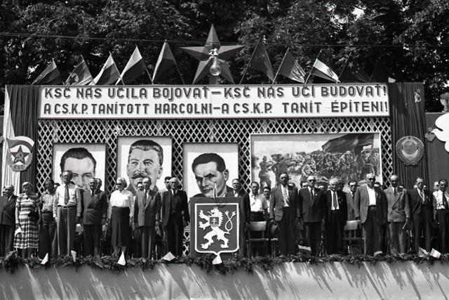 Rok 1951: Košúty spomínajú na svojich padlých hrdinov - fotografie - Vtedy