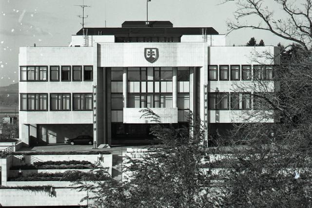 Rok 1994: Otvorili novú budovu slovenského parlamentu - fotografie - Vtedy