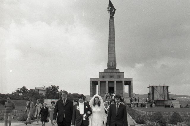 Rok 1973: Začiatok novej svadobnej tradície  - fotografie - Vtedy