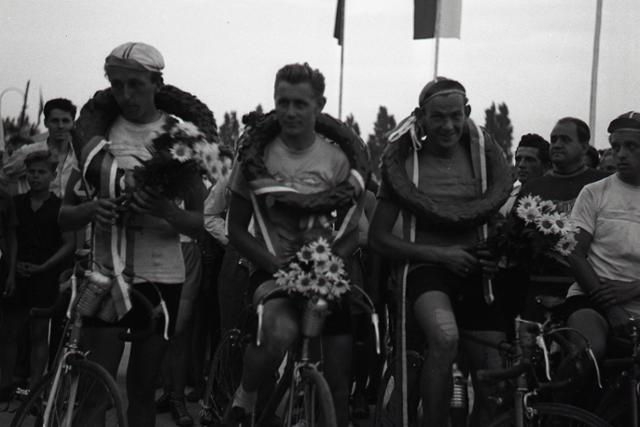 Rok 1954:Skončil sa 1. ročník cyklistických pretekov Okolo Slovenska - fotografie - Vtedy