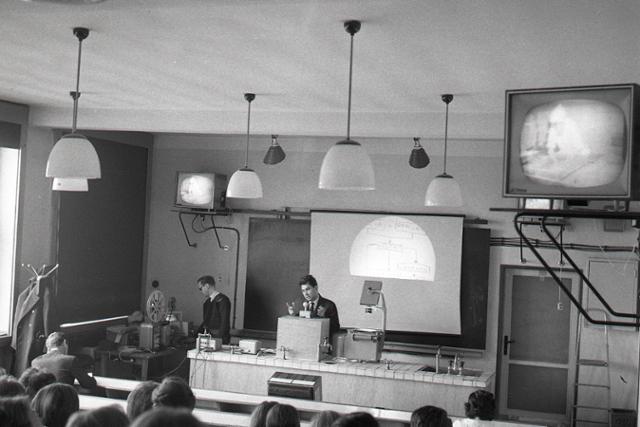 Rok 1966: Vyučovanie pomocou televízie  - fotografie - Vtedy