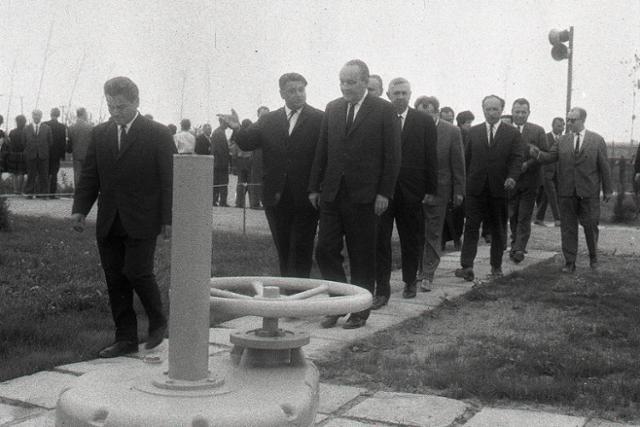 Rok 1967: Sprevádzkovali plynovod Bratstvo - fotografie - Vtedy