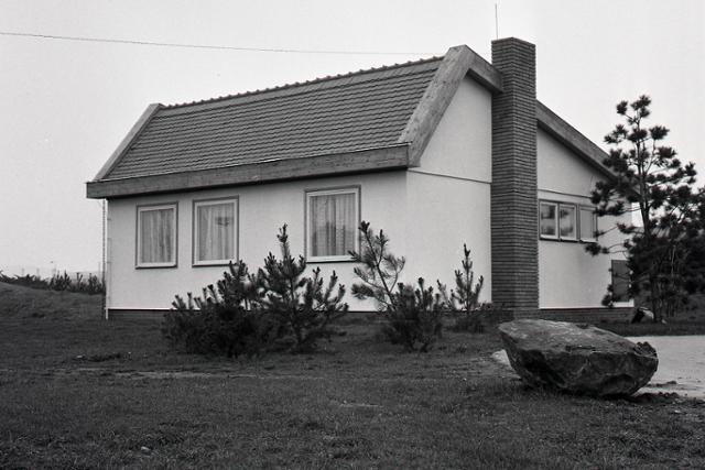 Rok 1983: Rodinný dom z druhotných surovín - fotografie - Vtedy