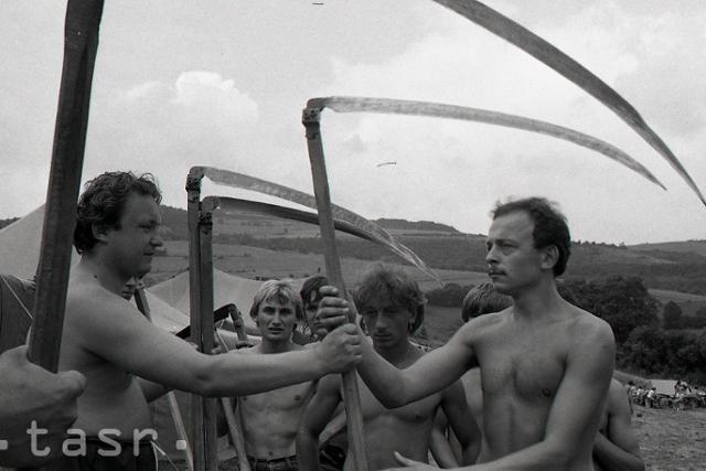 Rok 1982: Zelená žatva na východnom Slovensku  - fotografie - Vtedy