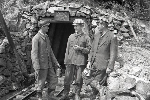 Rok 1956: Pri Helcmanovciach otvárajú nové bane - fotografie - Vtedy