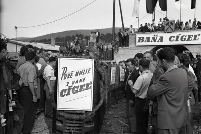 Rok 1962: Oficiálne spustili ťažbu uhlia v bani Cigeľ - fotografie - Vtedy