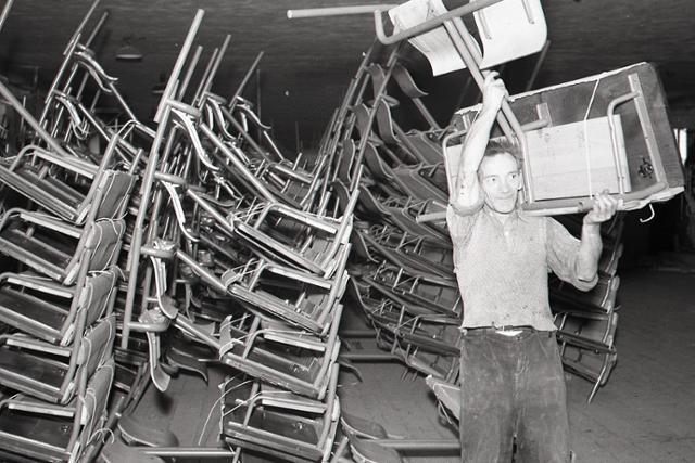 Rok 1958: Školský nábytok z Kysúc - fotografie - Vtedy