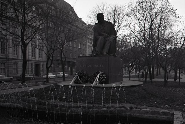 Rok 1937: V Bratislave odhalili sochu P. O. Hviezdoslava - fotografie - Vtedy
