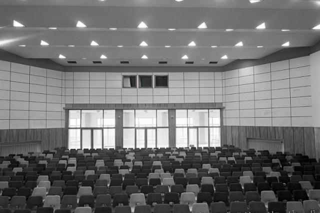 d49f24b7c ... Otvorili nový Dom kultúry ROH v Prešove. Do estrádnej sály sa zmestí  viac ako 600 divákov. Foto: archív TASR, autor G. Bodnár/5. decembra 1968  ...
